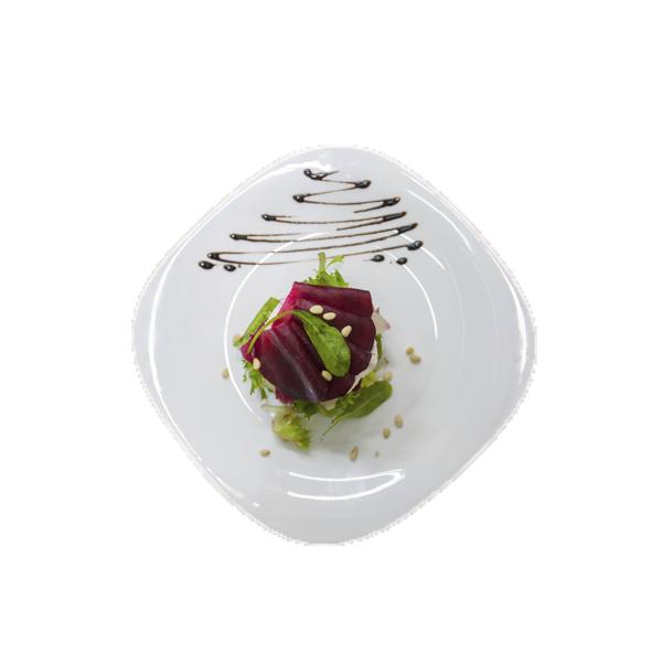 Лёгкий салат с запеченной свеклой